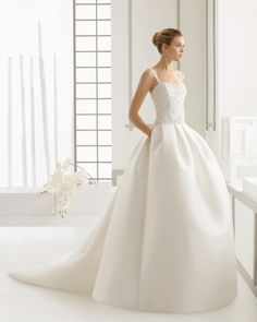 Dress with beaded embroidered tulle bodice and mikado skirt and train, in ecru.