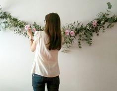 Hoy quería mostraros cómo hacer paso a paso una guirnalda de flores naturales  (o mejor dicho, de ramas con flores), como la que hice hace ...