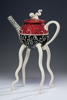 Artist Steven Summerville - - I'm not the biggest fan of the red/black/white color scheme (just not my aesthetic) but I could ignore that for this teapot! Pottery Teapots, Ceramic Teapots, Ceramic Pottery, Ceramic Art, Teapots Unique, Ideas Prácticas, Tea Pot Set, Teapots And Cups, Mad Hatter Tea