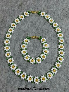 Best 11 Seed bead jewelry space between flowers ~ Seed Bead Tutorials Discovred by : Linda Linebaugh – Page 788411478495413651 – SkillOfKing. Bijoux Design, Schmuck Design, Bead Jewellery, Seed Bead Jewelry, Seed Beads, Jewellery Shops, Pearl Jewelry, Beaded Necklace Patterns, Beaded Earrings