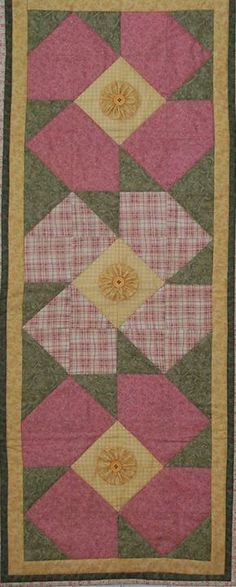 Lazy Daisy Table Runner Pattern - great patch work idea!...I love the flower yo-yos in the center of each flower!