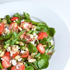 Asparagus Strawberry Summer Salad - nyoutritious