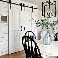 black + white farmhouse - Denise (@themodestfarmhouse)