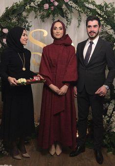 Abaya Fashion, Muslim Fashion, Modest Fashion, Unique Fashion, Fashion Dresses, Hijab Dress Party, Hijab Outfit, Dress Outfits, Engagement Dresses