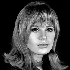 Michelle Phillips, 1960s Hair, Marianne Faithfull, Shirley Maclaine, Faye Dunaway, Famous Girls, Female Singers, Vintage Hairstyles, Rolling Stones