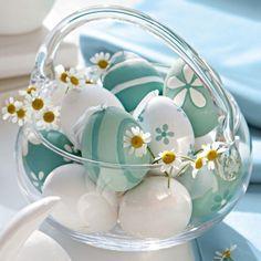 white and turquoise eggs in glass egg jar ~ oeufs turquoise pastel et blanc dans un panier en verre