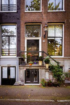 ....dan woon ik in een grachtenpand in Amsterdam. Oud aan de buitenkant en strak ingericht van binnen...