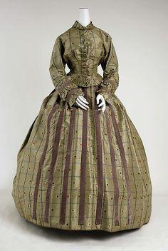 Dress Date: second half century Culture: American Medium: silk Dress 1850 Victorian Gown, Victorian Fashion, Vintage Fashion, Old Dresses, Vintage Dresses, Vintage Outfits, 1850s Fashion, Civil War Fashion, Civil War Dress