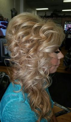 Full Hair, Big Hair, Medium Curly, Tin Man, Gyaru, Updos, Curls, Curly Hair Styles, Dreadlocks