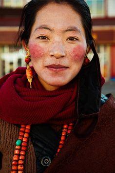 Фотограф показал красоту женщин совсего мира  Тибетское плато, Китай