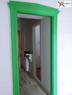 Előszoba koptatott jellegű parkettával. Mirror, Furniture, Home Decor, Homemade Home Decor, Mirrors, Home Furnishings, Decoration Home, Arredamento, Vanity