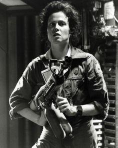 """Conocida por sus intervenciones como la Teniente Ripley en Alien (1979), Aliens (1986), Alien 3 (1992) y Alien Resurrection (1997). Ha participado en películas como Ghostbusters (1984), Gorilas en la niebla (1988), Working Girl (1988), The Village (2004) y Avatar (2009). También conocida como la """"reina de la ciencia-ficción"""""""