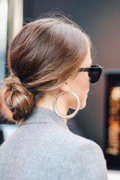 Low bun hairstyle with minimal effort Low Bun Hairstyles, Wedding Hairstyles, Toddler Hairstyles, Quinceanera Hairstyles, Hairstyle Short, School Hairstyles, Wedding Updo, Natural Hairstyles, Fringe Hairstyle