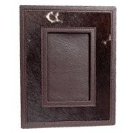 These leather photo frames in black and brown keeps your memories fresh forever.