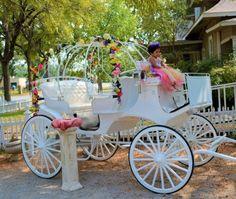 ¡No elijas el típico carruaje de princesa! Checa como la decoración floral de este lo adapta perfecto para unos Quince primaverales. - See more at: http://www.quinceanera.com/es/transportacion/medios-de-transporte-para-tus-quince-super-cool/?utm_source=pinterest&utm_medium=social%20&utm_campaign=es-transportacion-medios-de-transporte-para-tus-quince-super-cool#sthash.CZI0wMq6.dpuf