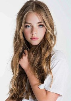 Jade Weber as the youngest daughter, Beautiful Little Girls, Beautiful Children, Young Models, Child Models, Pretty Eyes, Beautiful Eyes, Jade Weber, French Beauty, Simple Outfits