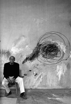 Cy Twombly (April 25 1928 – July 5 in his studio. Cy Twombly lived and worked in Rome and Gaeta, Italy, as well as in Lexington, USA. Studios D'art, Modern Art, Contemporary Art, Illustration Art, Illustrations, Art Plastique, Famous Artists, Artist At Work, Art History