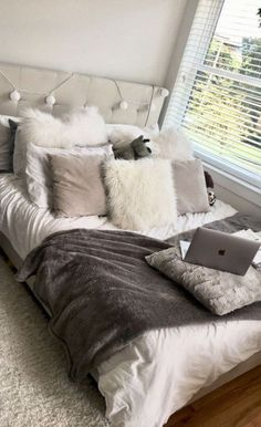 Creative Unique dorm decor ideas are essential for creating the best dorm room possible! Here are a few unique ideas for you to use in your dorm room today! Small Room Bedroom, White Bedroom, Dream Bedroom, Modern Bedroom, Girls Bedroom, Small Rooms, Cozy Bedroom, Contemporary Bedroom, Hippie Bedrooms