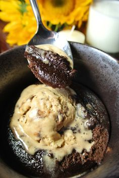 4 Net Carbs Keto Lava Cake:  2 tbps cocoa powder 1-2 tbsp erythritol 1 medium egg 1 tbsp heavy cream 1/2 tsp vanilla extract 1/4 tsp baking powder 1 pinch salt Whisk egg until fluffy.  Add egg to dry ingredients (sift to remove clumps), then add cream and vanilla.  Grease mug/ramekin, add batter. Microwave for ~1 min, or back at 350° F for 10 - 15 min.