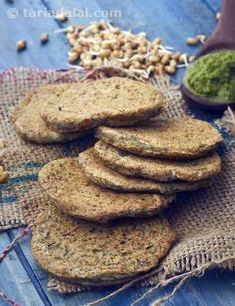 Absolutely unique, the Sprouted Matki and Coriander Mini Uttapa are made with a batter of sprouted matki perkily flavoured with chopped coriander, green chilli paste and other taste enhancers. The batter does not require any fermentation or soaking because sprouted matki is used.