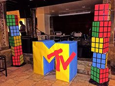 theme rubix cube towers MTV logo sign, tall and 2 ft wide 80s Birthday Parties, 40th Birthday, Birthday Logo, 80s Party Decorations, Party Themes, Party Ideas, Homecoming Floats, Decade Party, Hip Hop Party