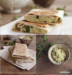 Burritos vegetales   #Receta de cocina   #Vegana - Vegetariana ecoagricultor.com Receta Salsa Verde, Fajitas, Vegan Breakfast, Vegan Life, Tortillas, Food Porn, Vegetarian Recipes, Sandwiches, Dishes