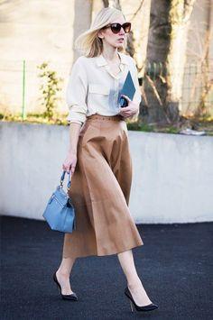 Y se ven impecables con la mayoría de faldas, incluso esta falda campana larga… | 17 Razones por las que los stilettos son zapatos que no pueden faltar en tu clóset