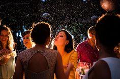 Boda mojada, novia afortunada... www.lacabinaroja.com #lacabinaroja #fotografosbodaasturias #weddingphotography