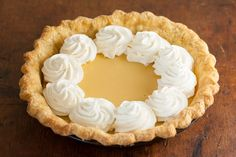 How to blind bake a pie crust and prevent shrinking and slumping when you need a pre-baked crust for cream pies, custard pies, and pumpkin pies. Pie Dough Recipe, Pie Crust Dough, Baked Pie Crust, Pie Crusts, Cream Pie Recipes, Pie Crust Recipes, Blind Bake Pie Crust, Lemon Cream Pies, Perfect Pie Crust
