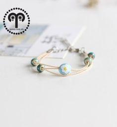 VÒNG TAY GỐM XANH NHẠT V2628 Vòng tay gốm xanh nhạt thương hiệu YUNA được làm bằng dây màu kem đính thêm hạt gốm nhỏ màu xanh nhạt hình trứng ốp la rất dễ thương và nhẹ nhàng. Thích hợp với mọi bạn gái.  Giá SP xem tại: http://yuna.com.vn/ #trangsucxuatkhau #trangsuc #phukien #shopphukien #jewelry #vongtay #phukientrangsucxuatkhau #saigon #hcm #phukientrangsuc #shoptrangsuc #mua #giare #sale #giamgia #yunashop #vongtaygomNhat #vongtaygom