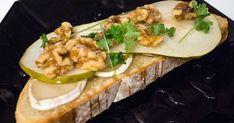 Grytbrödstoast med chevre & honung   Recept från Köket.se Baked Potato, Zucchini, Tacos, Toast, Potatoes, Baking, Vegetables, Ethnic Recipes, Food