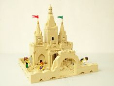 My own lego sandcastle :D This is one castle you won't want to step on! Lego Beach, Lego Castle, Lego Minecraft, Cool Lego Creations, Lego Instructions, Lego Building, Legos, Crafts, Christmas Trees