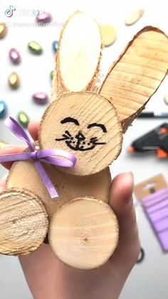 Easter bunnies made from wooden discs - Modern Diy Craft Projects, Projects For Kids, Diy For Kids, Crafts For Kids, Easter Crafts, Fun Crafts, Wood Log Crafts, Christmas Advent Wreath, Pine Cone Decorations