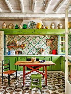23 Green Kitchen Cabinets Ideas For Your Kitchen Interior - Beste Dekor Ideen Bohemian Kitchen, Eclectic Kitchen, Moroccan Kitchen, Funky Kitchen, Happy Kitchen, Stylish Kitchen, Home Interior, Kitchen Interior, Interior Design