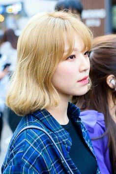 Jiheon #fromis9 #kpop Guan Lin, Cute Korean, Kpop Fashion, Pretty Girls, Girl Group, Boy Or Girl, Curly Hair Styles, Idol, Barbie
