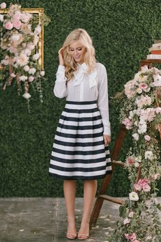 Aimee Black and White Striped Midi Skirt. Awesome career outfit for any working woman! White Outfits, Modest Outfits, Skirt Outfits, Striped Skirt Outfit, Stripe Skirt, Outfit Stile, Meeting Outfit, Derby Outfits, Dress Up