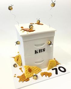 Bee box cake - by Heavenly Cakes by Emma