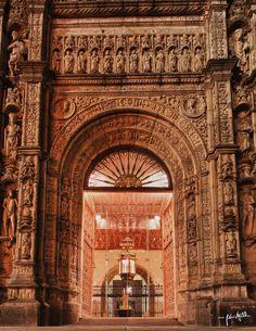 Parador Hotel Santiago - The portal
