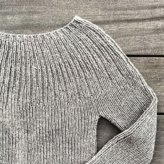 Bellis Rib - My size pattern by Pernille Larsen The Bellis Rib is a simple and classic ribbed sweater. Bellis Rib - My size pattern by Pernille Larsen The Bellis Rib is a simple and classic ribbed sweater. Sweater Knitting Patterns, Knit Patterns, Baby Knitting, How To Purl Knit, Knit Fashion, Ribbed Sweater, Pulls, Knitted Hats, Knit Crochet