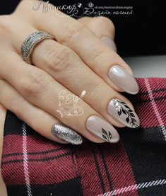 Nail art Christmas - the festive spirit on the nails. Over 70 creative ideas and tutorials - My Nails Oval Shaped Nails, Oval Nails, Classy Nail Designs, Cool Nail Designs, Classy Nails, Trendy Nails, Manicure E Pedicure, Super Nails, Nagel Gel