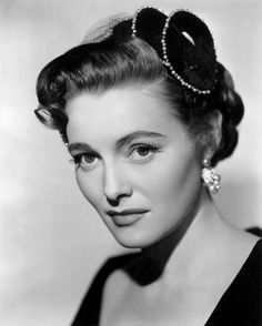 "PATRICIA NEAL. Born: Jan 20,1926 in Kentucky, USA. Died: Aug 8, 2010 of lung cancer (aged 84). She signed a 7 year contract with Warner Bros & filmed ""The Fountainhead"" (1949) w/ Gary Cooper. Flmed ""The Day the Earth Stood Still"" (1951) w/ Fox. Appeared in ""Breakfast at Tiffany's"" (1961). She won Best Actress Oscar for ""Hud"" (1963). Final picture on the Silver Screen was ""Flying By"" (2009). Met & married Roald Dahl (1953 - 1983, divorced, five children). Grandmother of model/actress Sophie…"