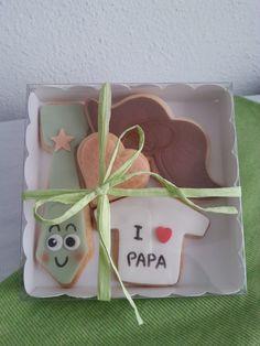 Galletas dia del Padre #arapostres Cupcake Cookies, Sugar Cookies, Fathers Day Cupcakes, Royal Icing Sugar, Dad Day, Celebration Cakes, Cookie Decorating, Gingerbread Cookies, Cake Pops