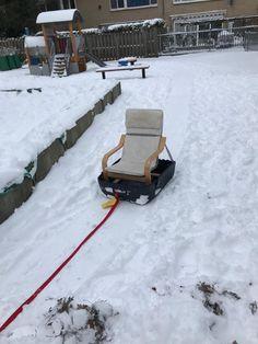 Slee tips Ikea stoeltje, plastic bak en een stuk touw. Sleeën maar! Shovel, Ikea, Snow, Winter, Tips, Outdoor, Winter Time, Outdoors, Dustpan