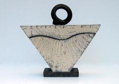 Marike Hoekstra - boite triangle raku Ceramic Boxes, Glass Ceramic, Ceramic Clay, Raku Pottery, Pottery Art, Modern Ceramics, Contemporary Ceramics, White Ceramics, Slab Boxes