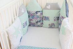 Tour de lit de 6 coussins maisons modulable - liberty ,lin blanc ,fait main : Linge de lit enfants par 1-2-3-picoti