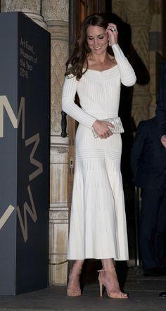 La duchesse Kate l'entraîne dans une robe sexy et glamour à l'épave