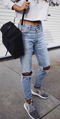 casual outfit // ripped jeans