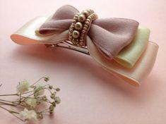 【ビーズ刺繍*リボンバレッタ】一番したのピンクのリボン・・・シルク 上と真ん中のリボン・・・ポリエステル ビーズ・・・4㎜、2㎜ (ビーズの性質上、汗や雨・皮脂などで色落ちすることがあります。