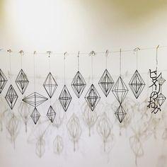 ヒンメリづくりをはじめて・・・ | SeeMONO スタッフブログ Handmade Ornaments, Handmade Christmas, Mobiles, Button Art, Geometric Designs, Diy Projects To Try, Diy Wedding, Garland, Diy And Crafts