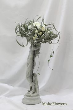 #winter #tilandsia #ranunculus #makeflowers #bouquet
